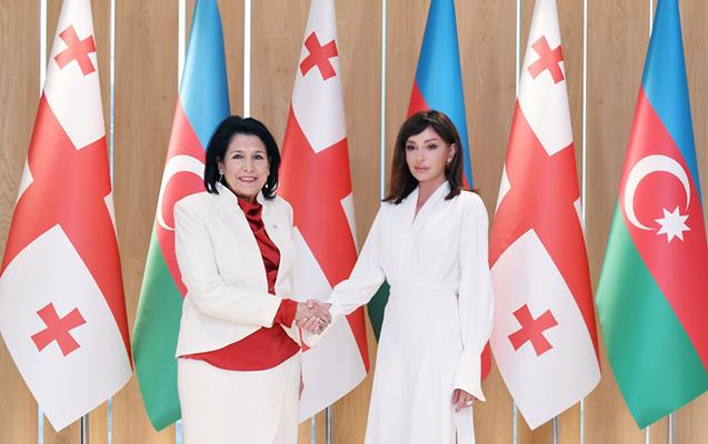 Mehriban Əliyeva Zurabişvili ilə görüşdü