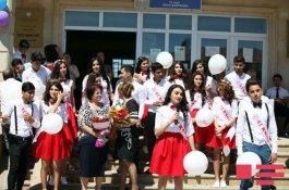 Сегодня в школах Азербайджана прозвенит последний звонок