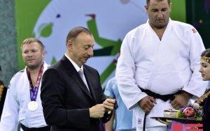 Президент вручил золотую медаль паралимпийцу