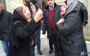XƏBƏR ANı: Məhkəmə zalına bibər qazı buraxıldı