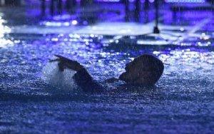 Дима Билан упал в бассейн  в Баку – ВИДЕО