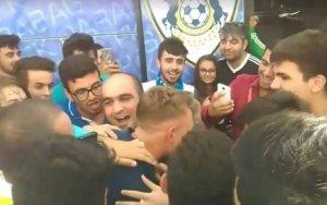 Сотни болельщиков встречали «Карабах» в бакинском аэропорту  - ВИДЕО
