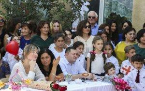 Первая леди Грузии поздравила азербайджанских школьников