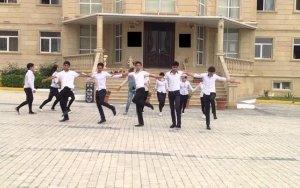 Включившая детям армянскую песню директор принесла извинения