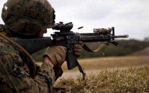 Армяне стреляют из пулеметов
