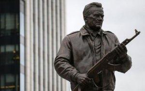 В Москве открыли памятник Калашникову – ФОТО