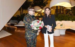 Мехрибан Алиева на выставке «Модернизм и мода»