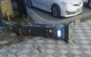 Bakıda sərxoş kişi parkomatı sındırdı - FOTO