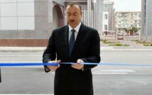 Ильхам Алиев на открытии торгового центра