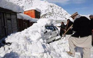 Выпал снег в Афганистане, погибли 10 человек