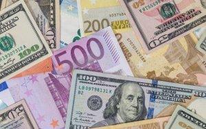 Манат дешевеет к евро и рублю