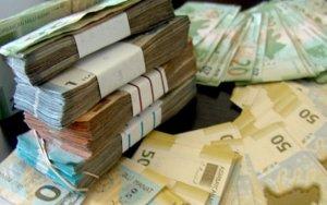 Среднемесячная зарплата в Азербайджане снизилась