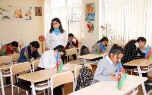 В школах Баку проводится конкурс сочинений по случаю 100-летия АДР