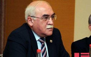 Проходящий лечение в Турции Иса Гамбар вернулся в Баку