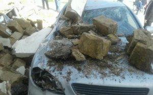 В Баку рухнуло здание: с неба посыпались камни