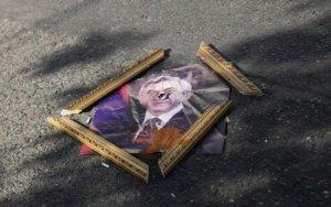 Армяне выкрали и сожгли портрет Саргсяна – ВИДЕО