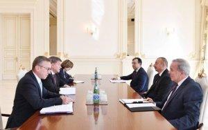 Президент провел встречу - ФОТО