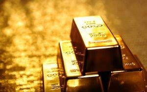 Золото подешевело