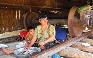 Тысячи вынужденных переселенцев живут в аварийных объектах