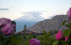 Необычайной красоты облако накрыло вершину самой высокой в Турции горы - ФОТО