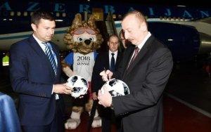 Президент прибыл с рабочим визитом в Россию - ФОТО