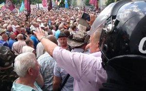 В центре Киева начались столкновения