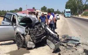 Легковушка столкнулась с автобусом в Шабране: есть жертва