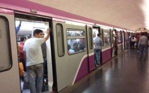 Bakı metrosunda maraqlı anlar - hər kəsi əyləndirdi - VİDEO