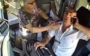 Sürücünün sükan arxasında infarkt keçirdiyi an - VİDEO
