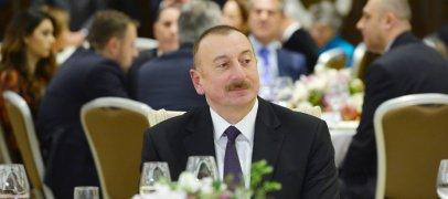 Ильхам Алиев устроил прием - ФОТО