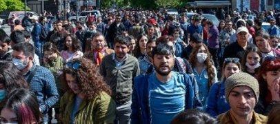 Протестующие в Ереване направились к резиденции Саргсяна  -  ВИДЕО