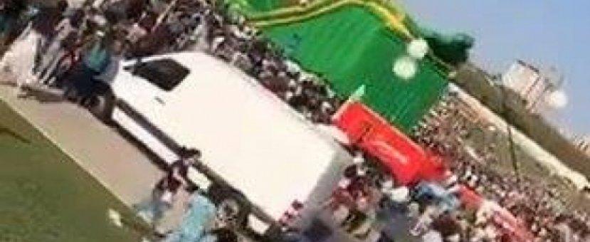 Воздушный шар опрокинулся на детей у Центра Гейдара Алиева  - ВИДЕО